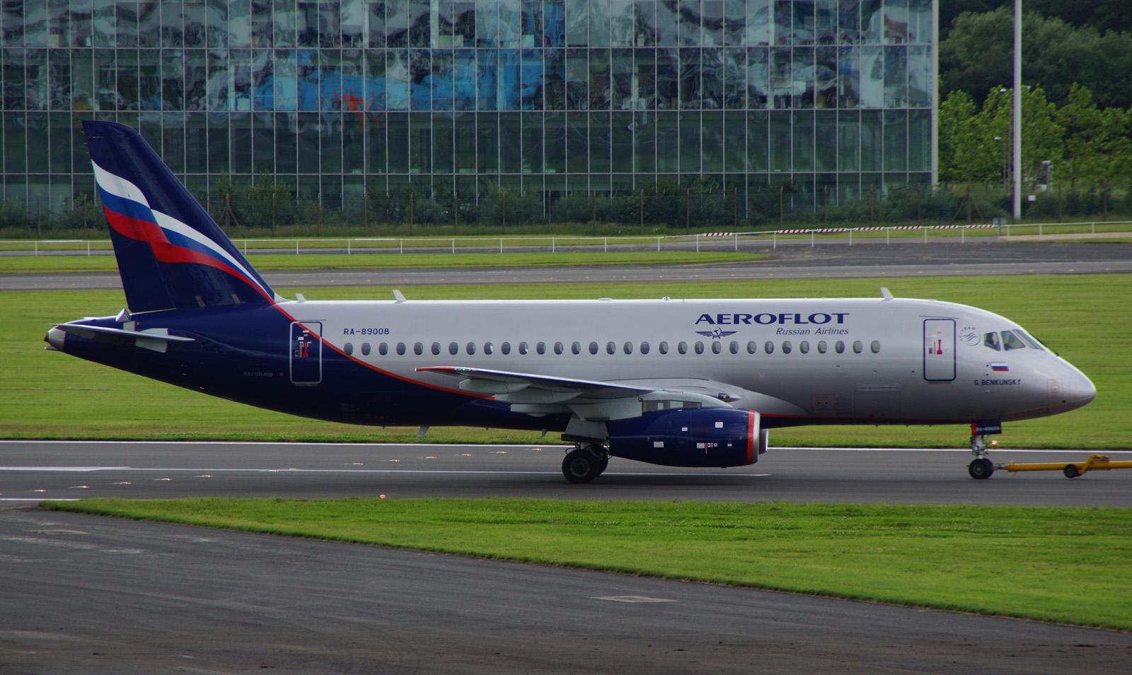 Вылеты сразу трех самолетов Sukhoi Superjet 100 задержаны по техническим причинам