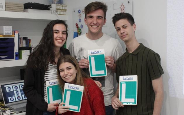 С каждым годом все меньше молодых людей в Испании получают права на вождение автомобиля